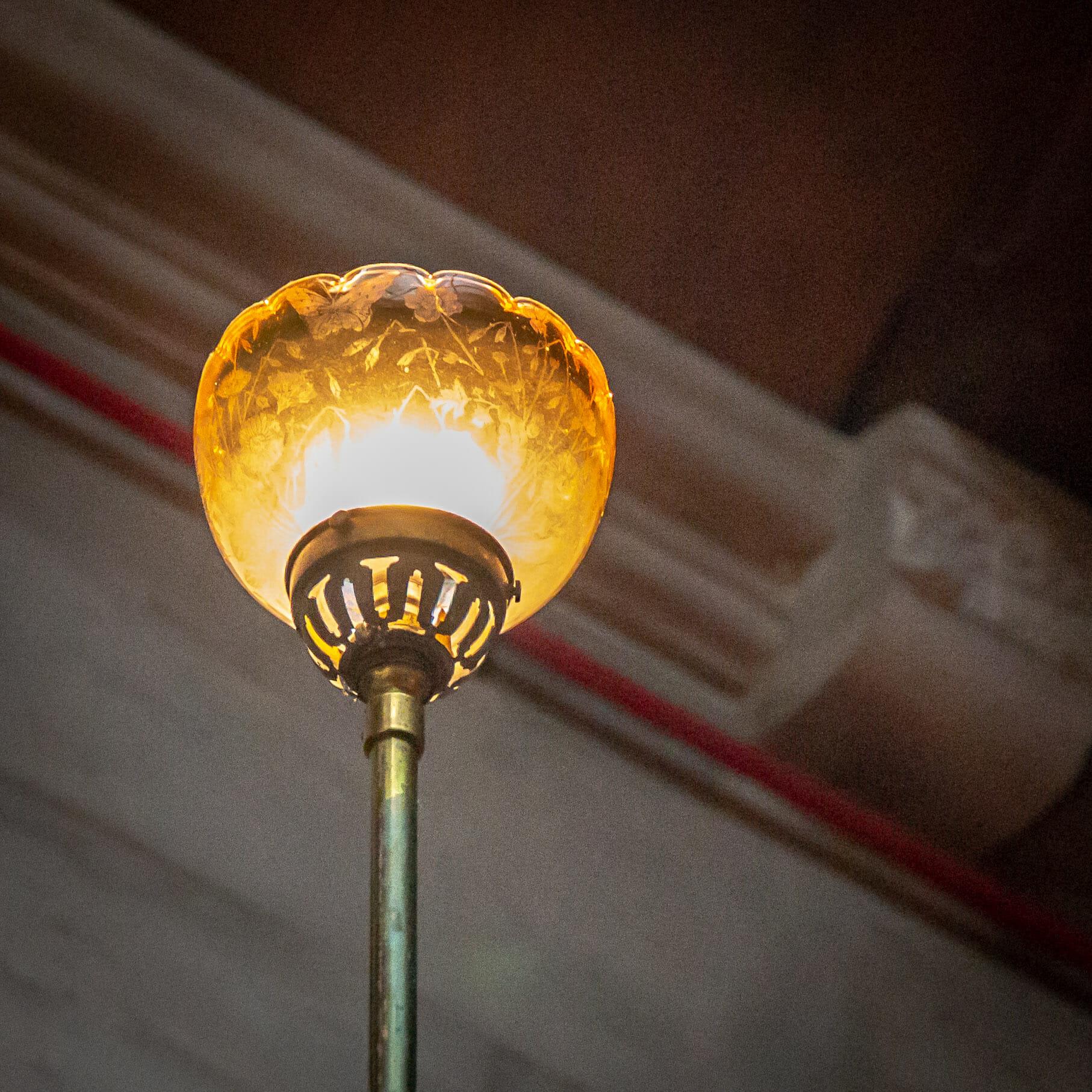 Glasaufsatz der Lampe im Treppenhaus