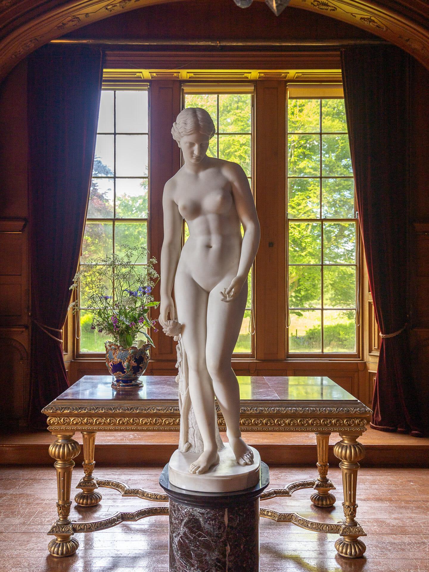 Die Statue in der Galerie