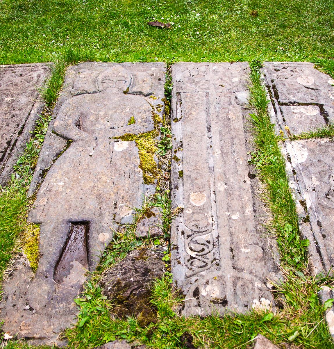 Die Grabsteine bei Kildalton weisen auf die Zeit der Lords of the Isles hin