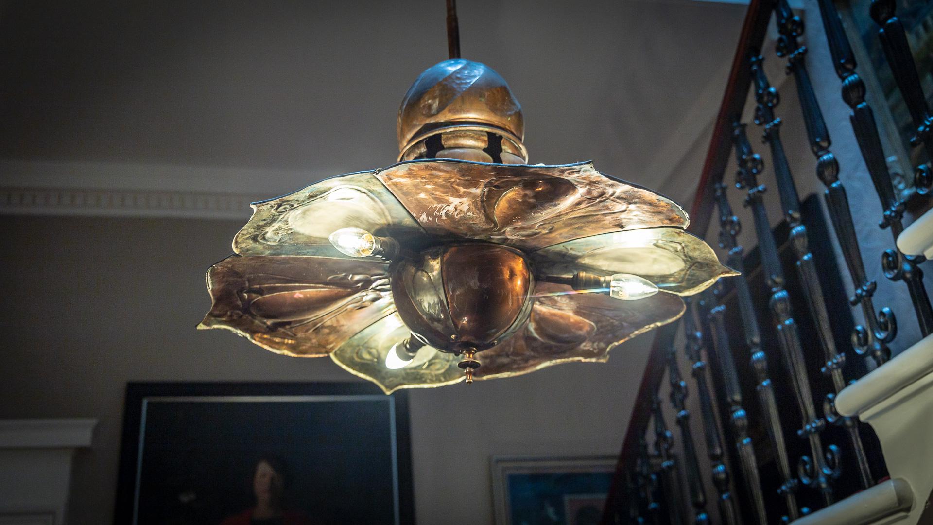 Lampenschirm im Treppenhaus