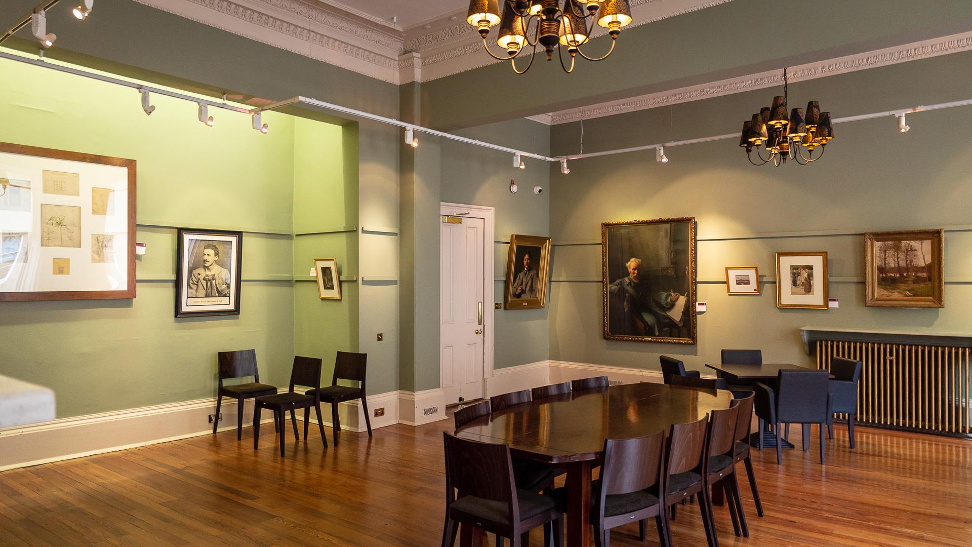 Zimmer mit Zeichnungen von Charles Rennie Mackintosh