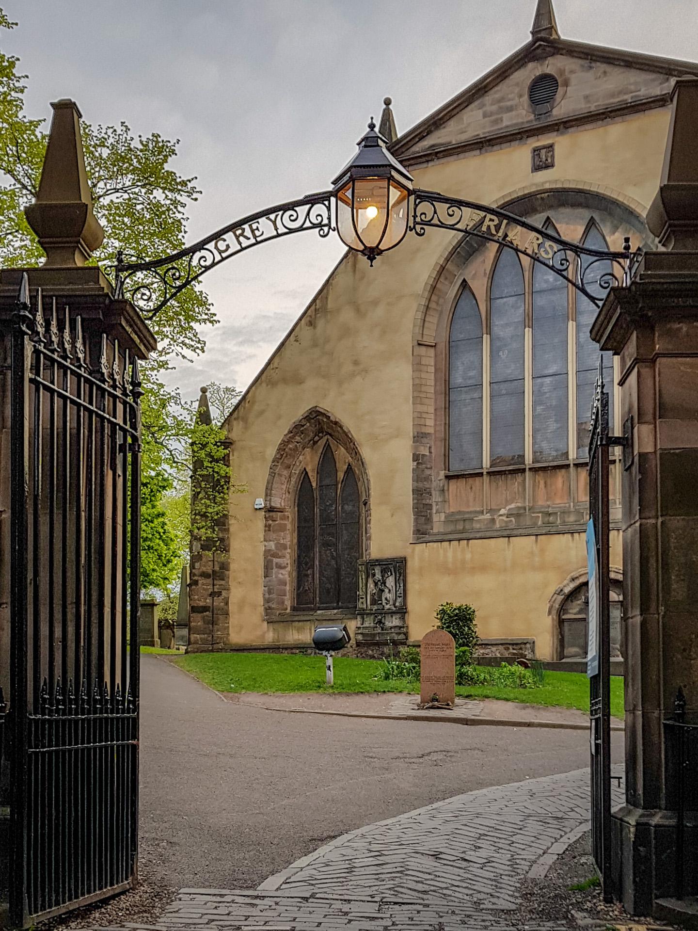 Ein Eingang zum Greyfriars Kirkyard