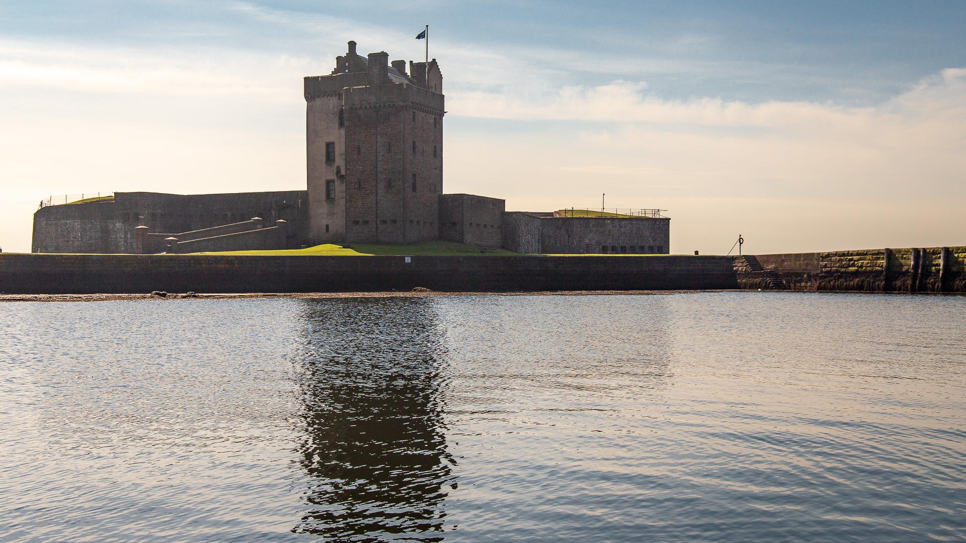 Broughty Castle vom Hafen aus