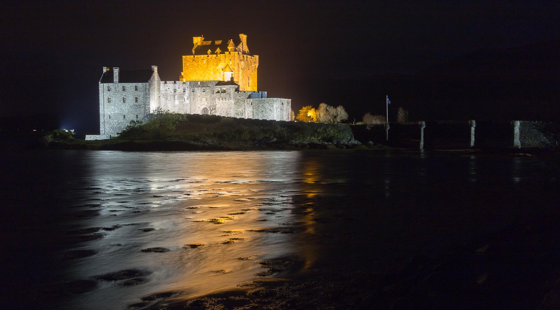 Eilean Donan Castle bei Nacht