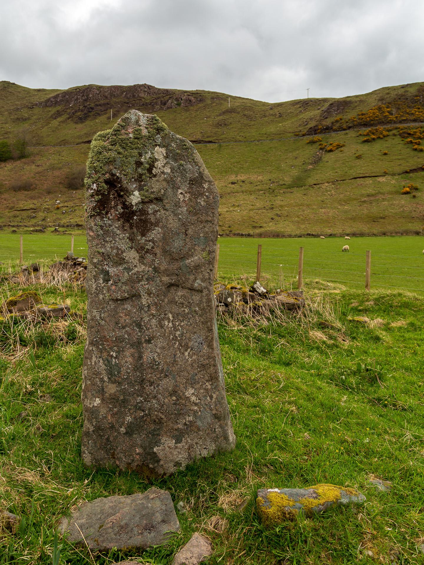 Ein Stein aus der Bronzezeit in der Camas nan Geall