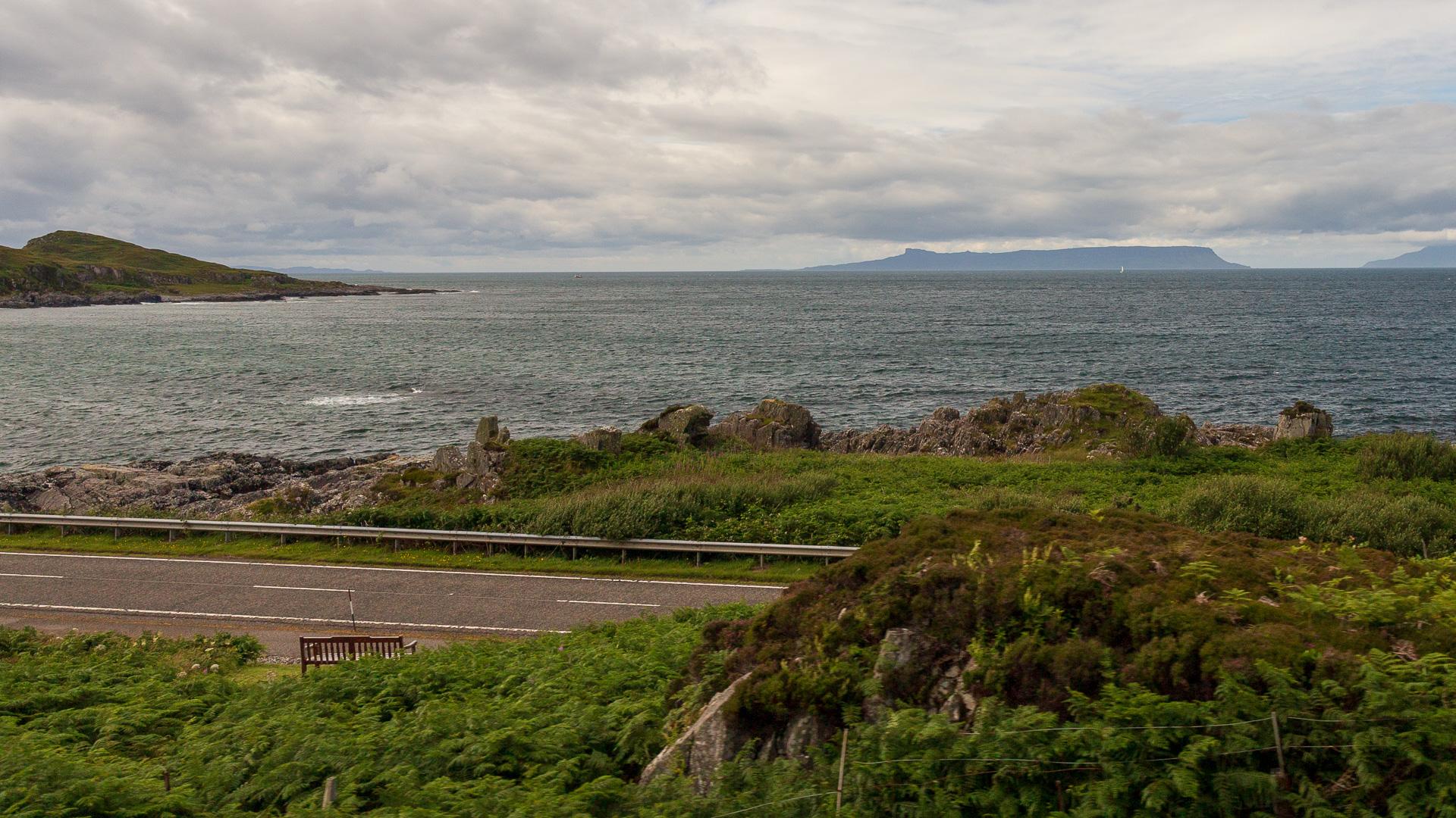Die Road to the Isles und in der Ferne die Inseln des Westens