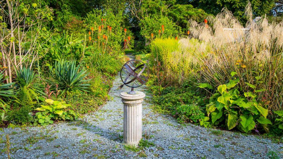 Sonnenuhr in den Achamore Gardens