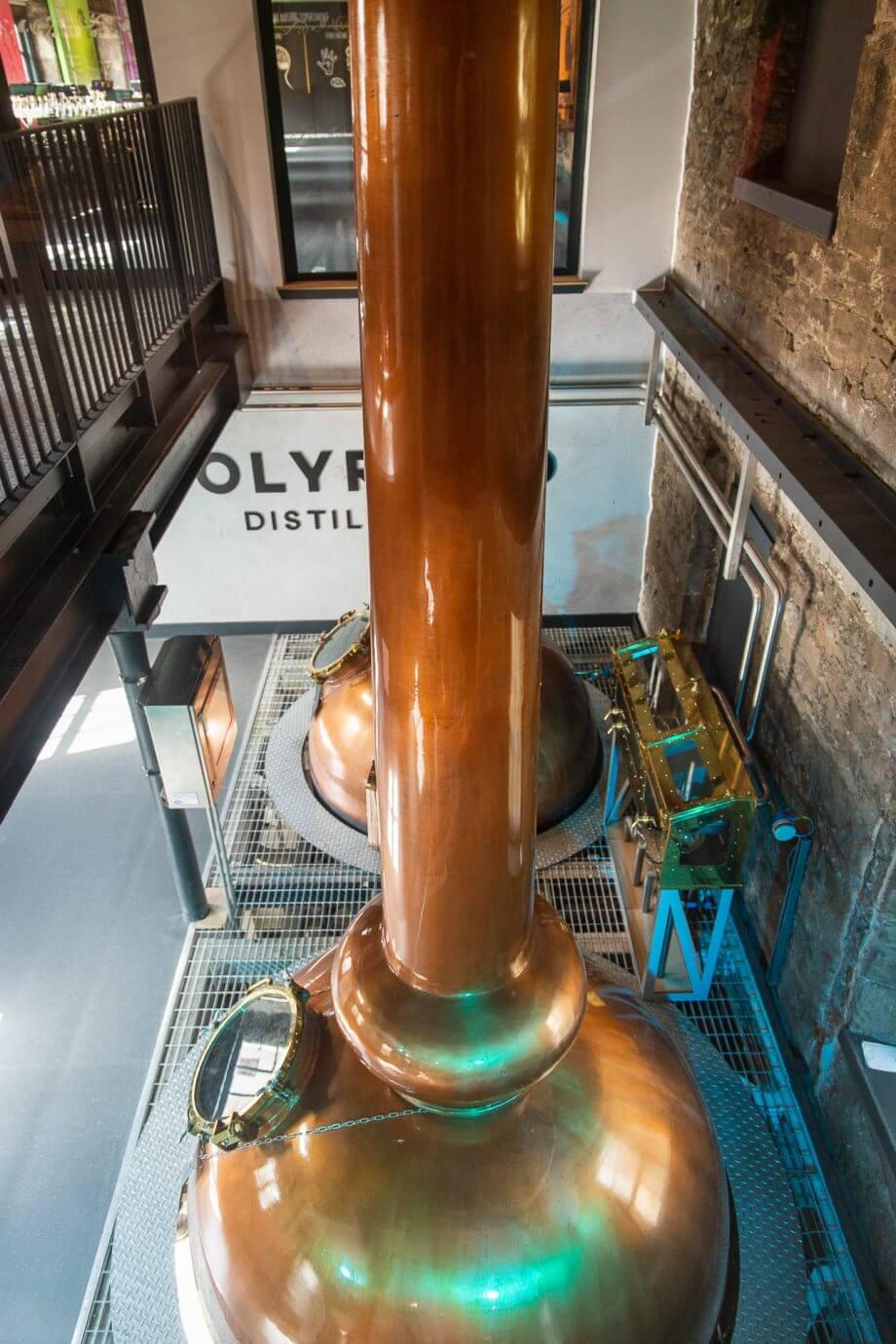 Blick auf die Brennblasen der Holyrood Distillery