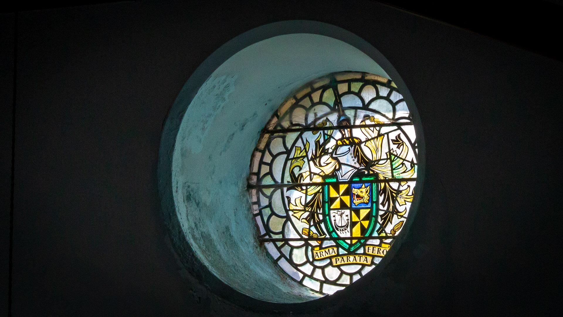 Campbell Wappen in der Kirche von Craighouse