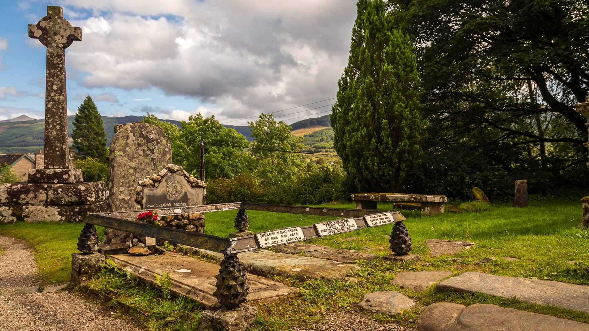 Grab von Rob Roy MacGregor und weitere Grabsteine