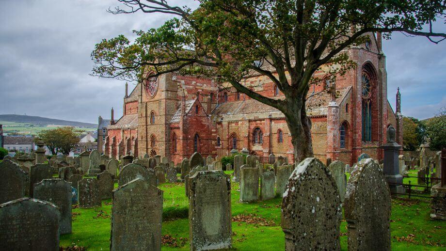 St Magnus Cathedral mit Friedhof