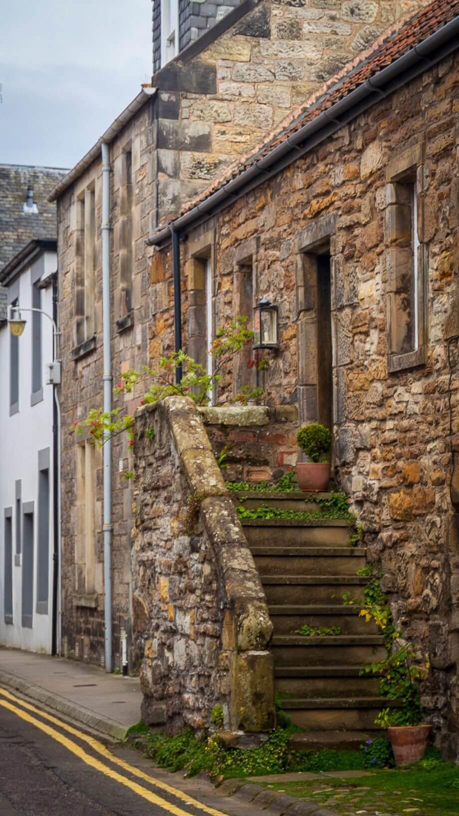 Treppenaufgang an einem alten Haus in St Andrews