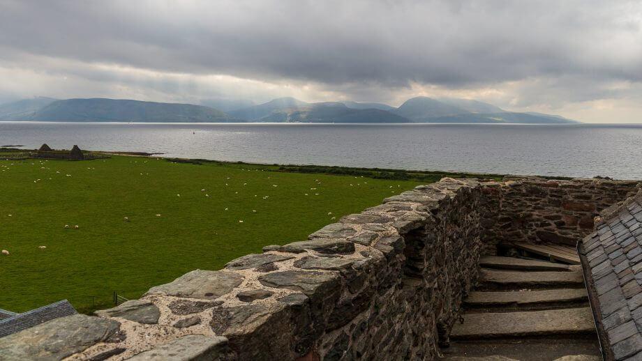 Blick vom Dach der Skipness Castle hinüber nach Arran