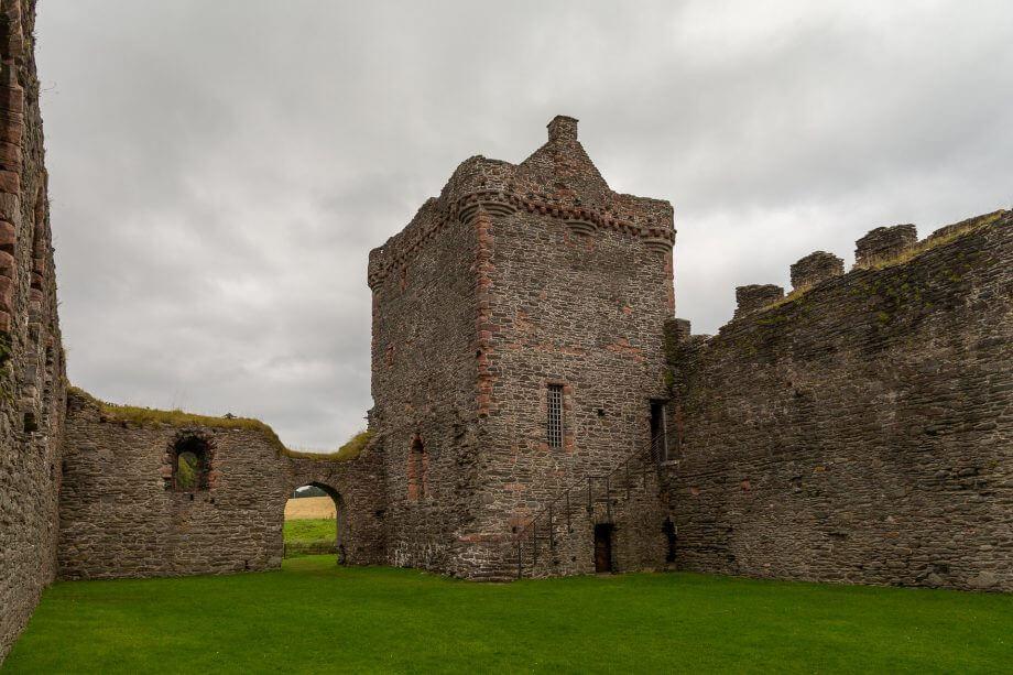Der Hof und der Pallas der Burg