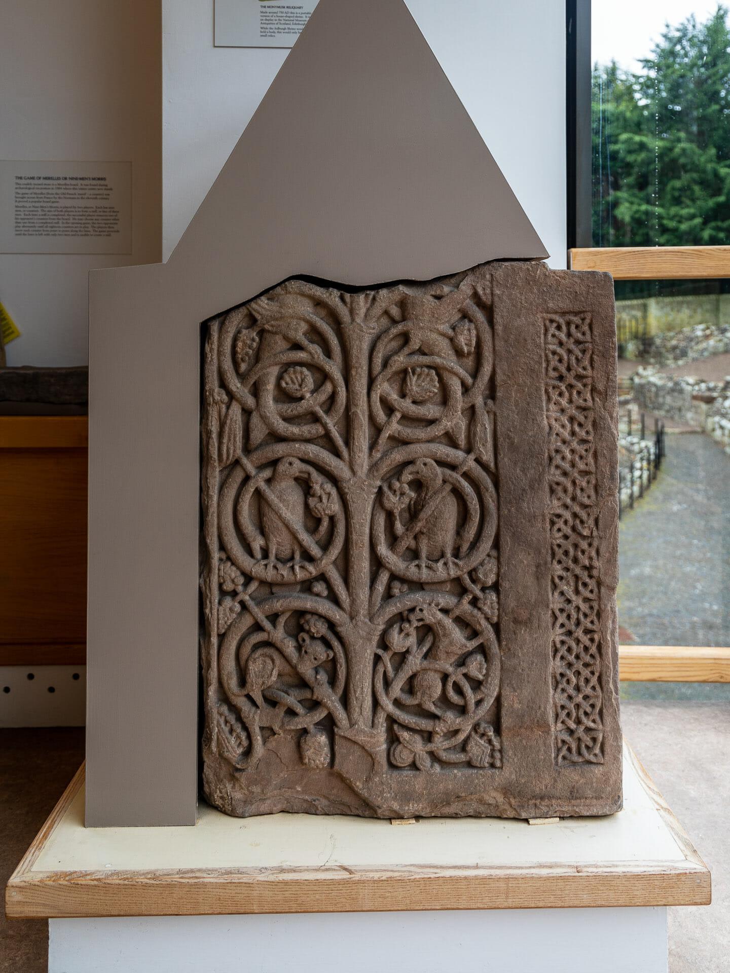 Teil eines Schreins aus dem 8. Jahrhundert