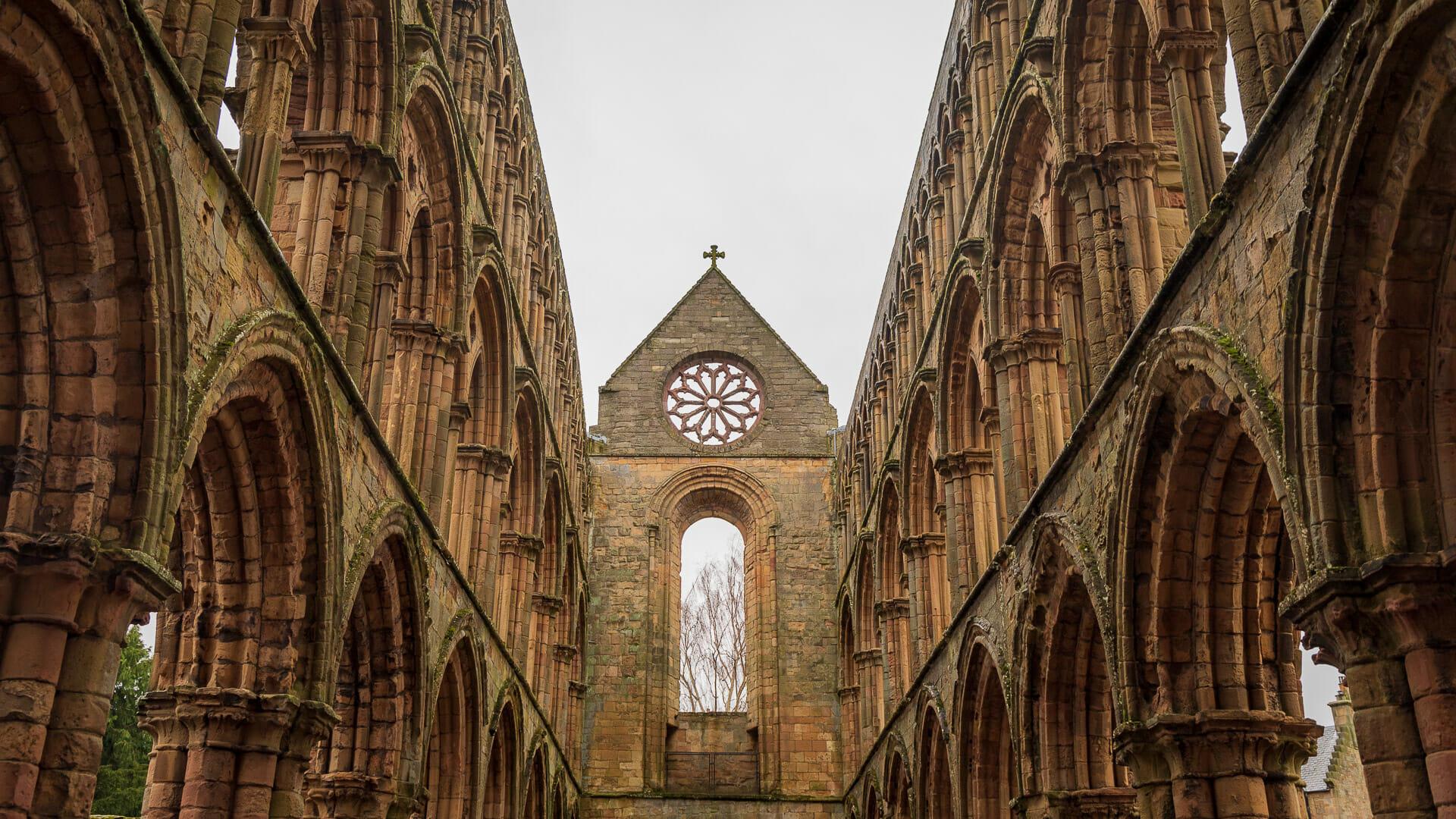 Das Hauptschiff der Jedburgh Abbey