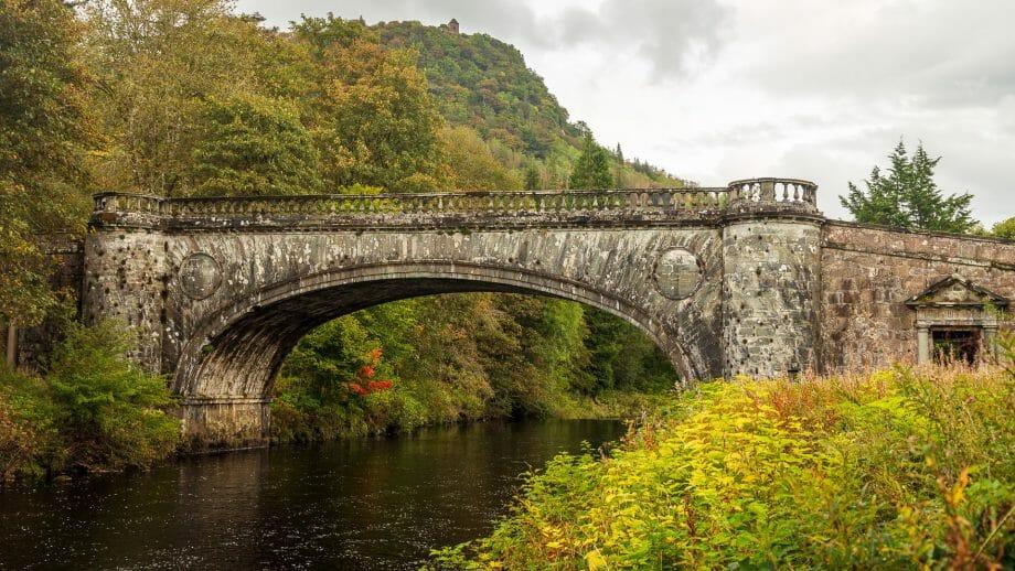 Brücke über den Fluss Aray