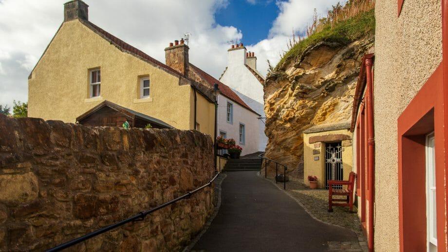 Cove Wynd mit St Fillan's Cave
