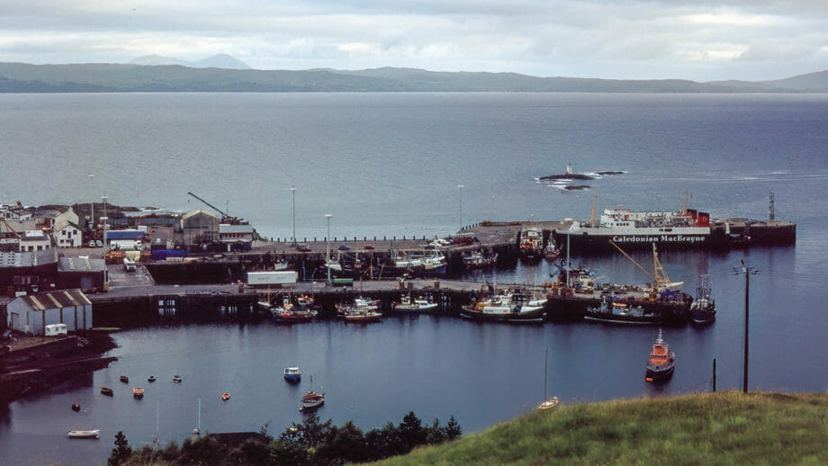 Blick auf den Hafen von Mallaig (Aufgenommen um 1990)